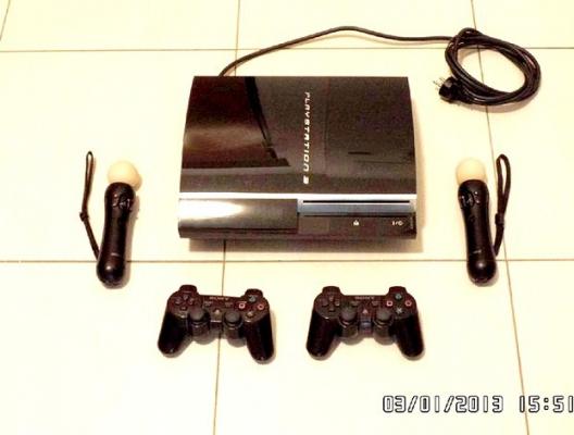 Prodám PlayStation 3   s ovladači