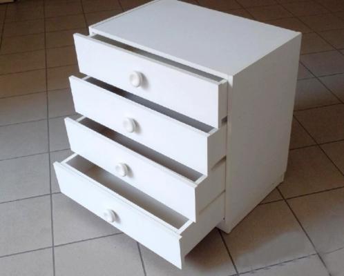 Prodám bílý kontejner  se zásuvkami