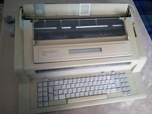 Elektrický psací stroj Facit