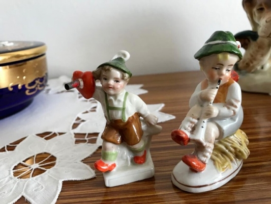 Porcelánové figurky ve stylu Hummel & Goebel
