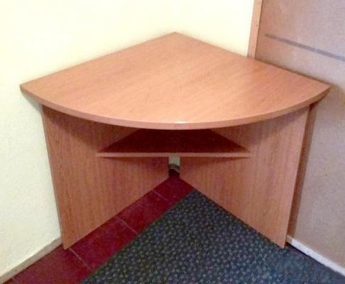 Dva zcela stejné, rohové pracovní  stoly. I jednotlivě !
