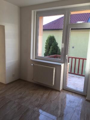 PRAHA 10-Strašnice  - pronájem bytu 3+1, bez RK